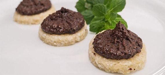 Fursecuri raw cu crema de ciocolata