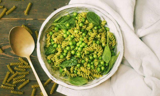 paste de mazare verde si quinoa cu sos pesto de creson