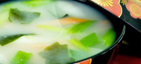 Supa de alge Wakame cu Miso Alb