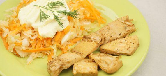 Salata de varza alba cu morcov si Jackfruit prajit