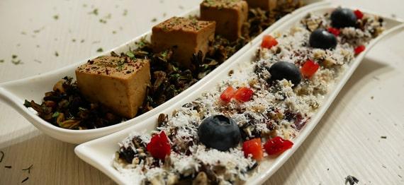 Retete video: Orez salbatic cu tofu si sumac / Budinca de orez salbatic